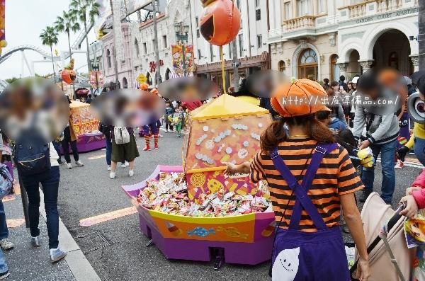 USJハロウィンイベント「お菓子のつかみ取り」