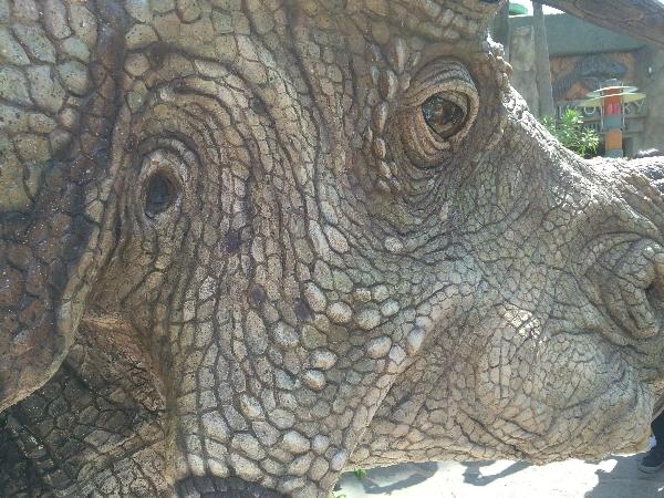 USJダイナソーパニックの恐竜トリケラトプス