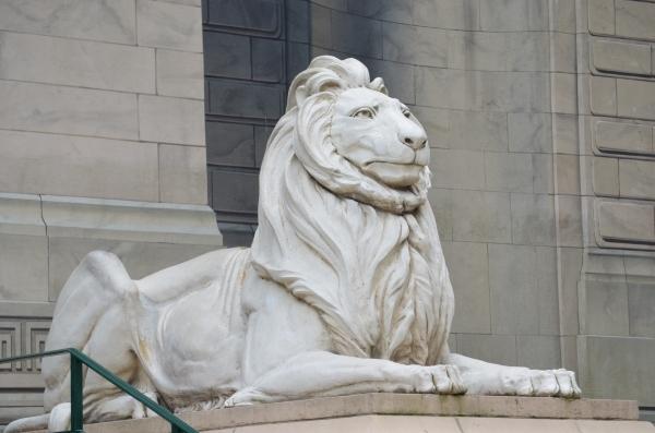 <% pageTitle %>&#8221; /></p> <p>こちらのライオンの像が目印になっているので、時間の20~30分前に行ってみるようにしましょう。</p> <h3><span id=