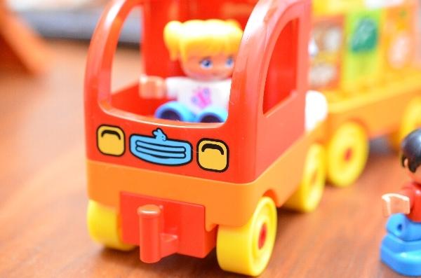 はじめてのデュプロ「トラックとたべもの」のトラック