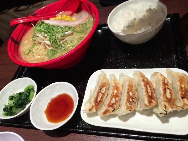 餃子定食の味噌ラーメン