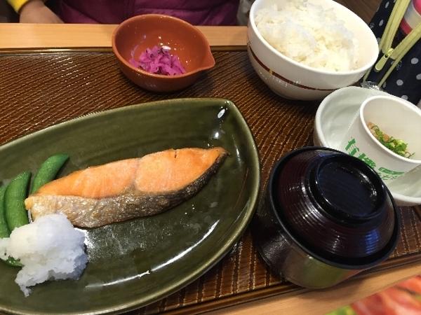 ガストの焼鮭朝定食