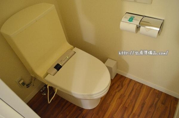 ユニバーサルポートホテルのスタンダードツインのトイレ