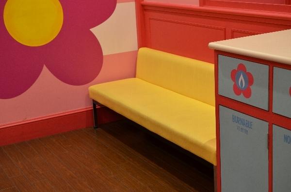 授乳室のソファ