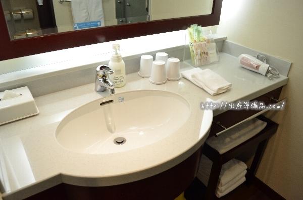 ホテル京阪ユニバーサル・タワーのスタンダードツインの洗面台