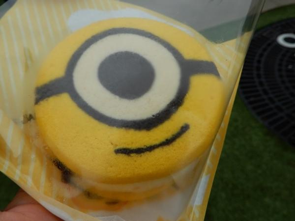 ミニオンクッキーサンド:バナナアイス&フルーツ