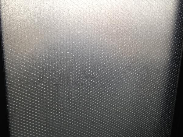 ミズペタプチを貼った窓の写真