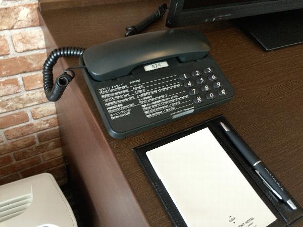 フロントへの連絡用電話