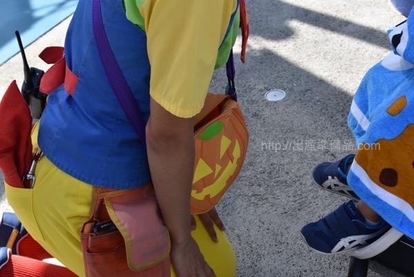 <% pageTitle %>&#8221; /></p> <p>普通のエリアでは、こんなかばんを持っています。小さなお子様がいるご家庭は、どんどんアメをいただいちゃいましょう!</p> <h3><span id=