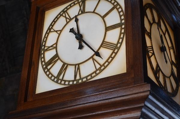 USJのホグワーツ特急の車内の時計