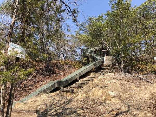自然少年の家(春日井)の滑り台
